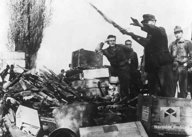 Lokalita Bílý beránek v Motole na okraji Prahy. Podle textu kapitulace z 8. května 1945 tady poražení němečtí vojáci a nacisté odkládali své zbraně před cestou do amerického zajetí.