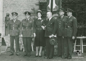 V Museu of Modern Art, zleva: K. Steinbach, A. Hess, Mrs. Whitney, Dr. Beneš, O. Španiel, K. Hron, 1943, 20. květen
