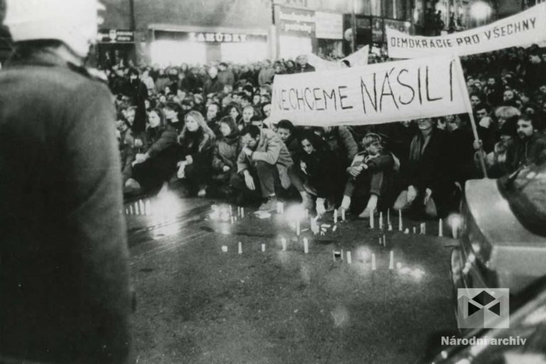 Demonstrace 1989, Praha, NA, NAD1362, foto: Tunys