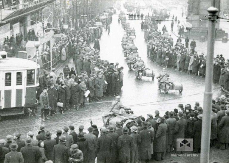 Příjezd okupačních vojsk do Prahy