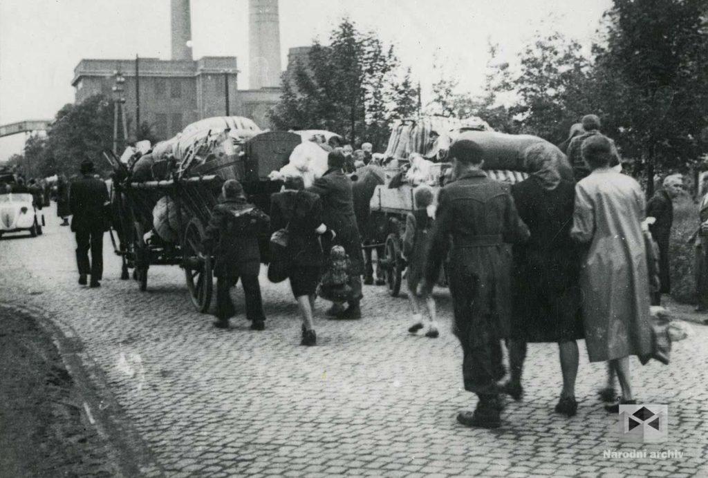 Odjezd rodiny ze Sokolova.